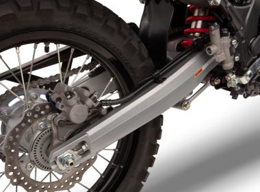 57931_21YM_CRF300_Rally_EXTREME_RED_R292R_SWINGARM_preview