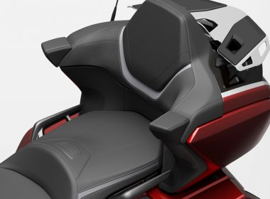 58172_21YM_GL1800_Tour_Candy_Ardent_Red_R367C_Rear_Seat_preview