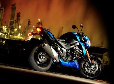 GSX-S750AL7_Action_28-635x423