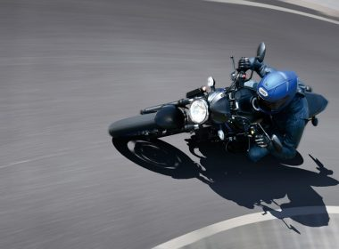 SV650AM1_action02